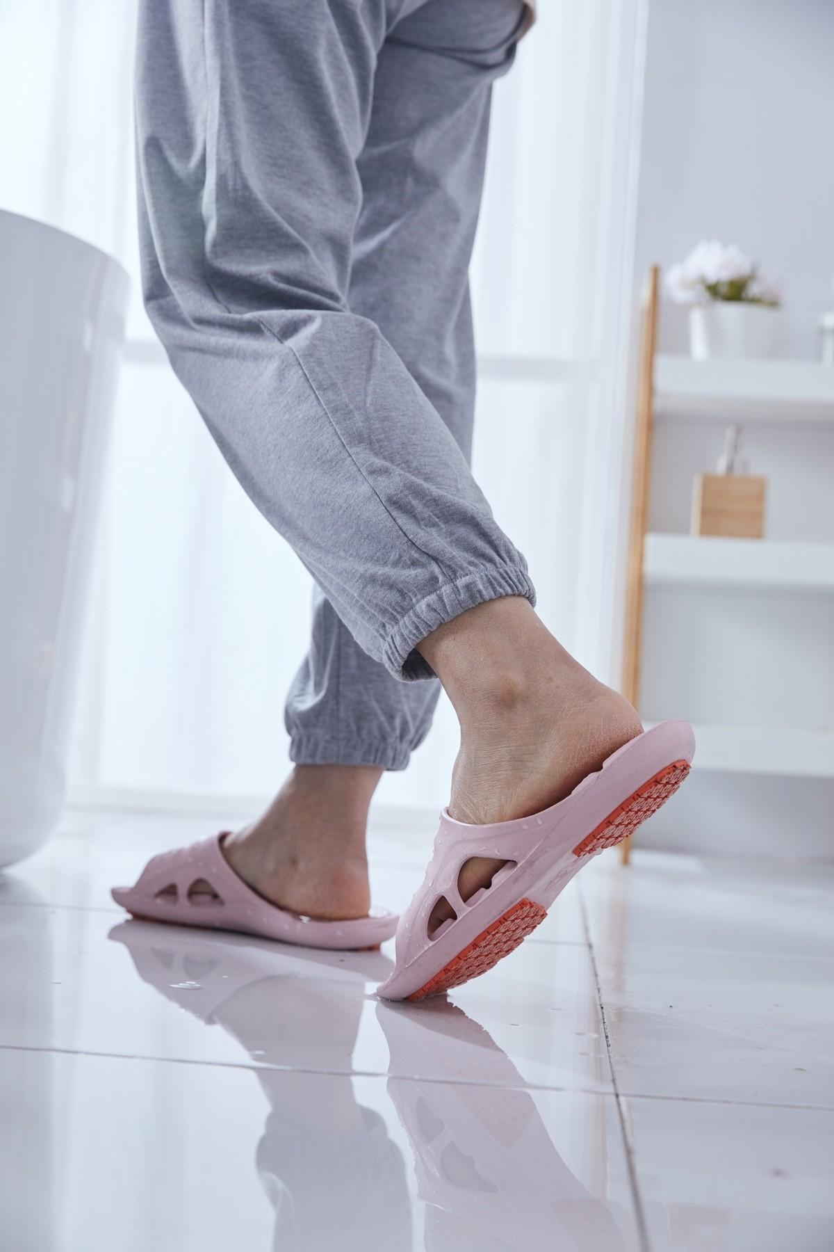 有没有适合老人穿的安全防滑拖鞋?