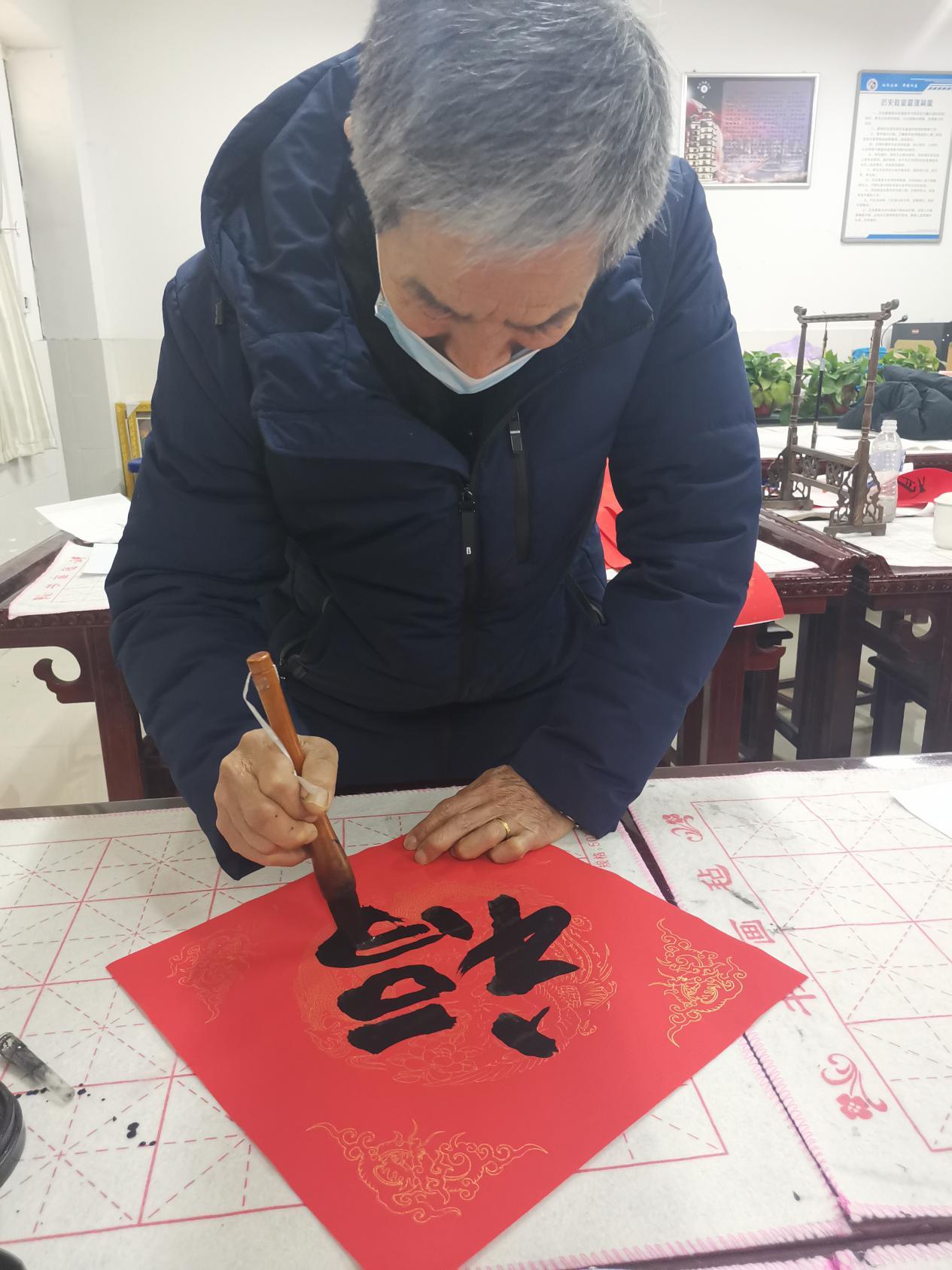 翰墨飘香迎新年――书家齐聚郑州管城区第六中学,共写新春祝福