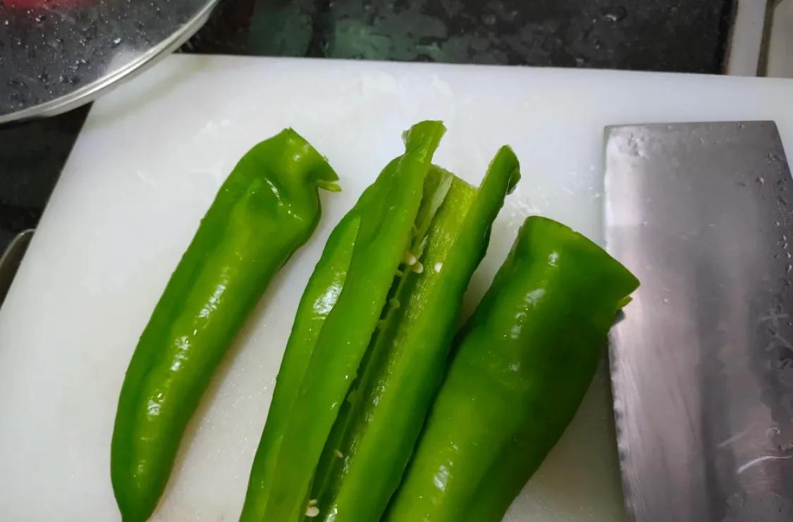 下饭的虎皮尖椒,超简单 美食做法 第2张
