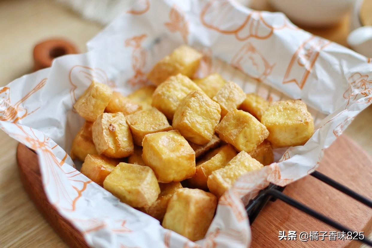 麻婆豆腐靠边站,豆腐新做法,外皮酥脆里面软嫩,蘸上料汁巨好吃