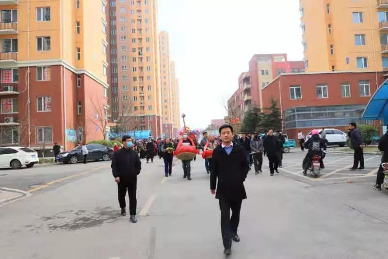 2021年元宵节高新东区界沟河村龙灯会在东城新苑举行