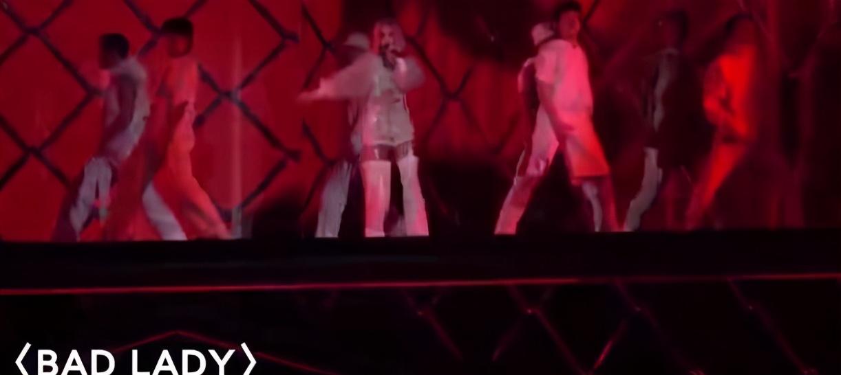 杨丞琳演唱会上踏空,手脚多处受伤,李荣浩发文:既担心又生气