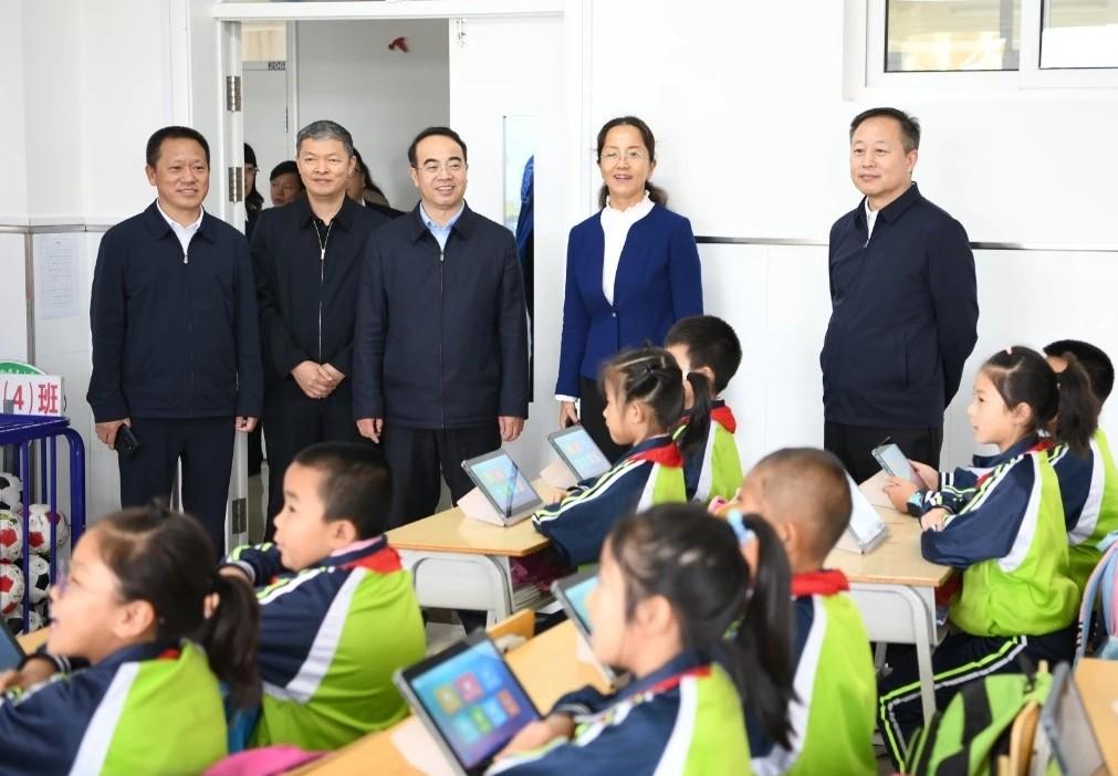 鹤岗:浓浓尊师情拳拳重教心 市领导看望慰问教师和教育工作者