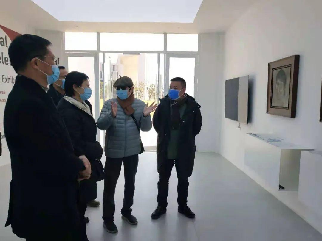 市文广化旅游局局长朱云华一行参观陈天龙美术馆,他们说……