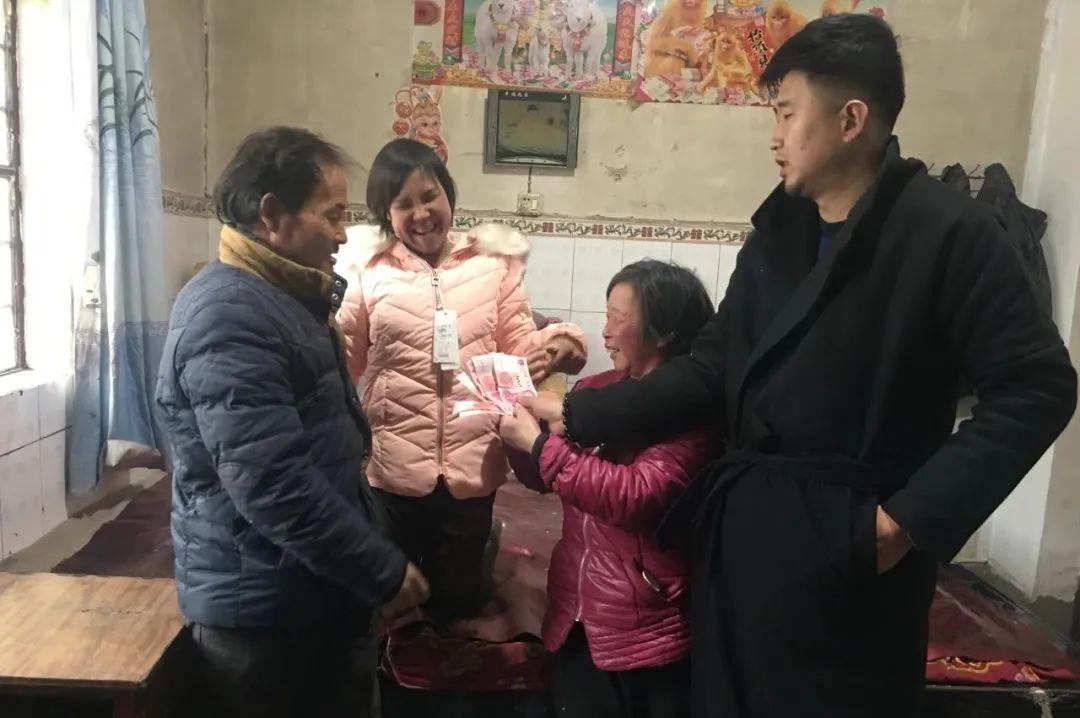 扶贫路上洒爱心――洛川县明珠中学副校长孙强为患病少女奉献爱心