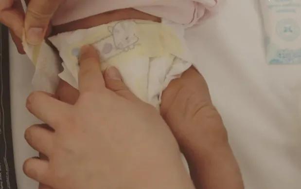 新生儿怎么换尿布