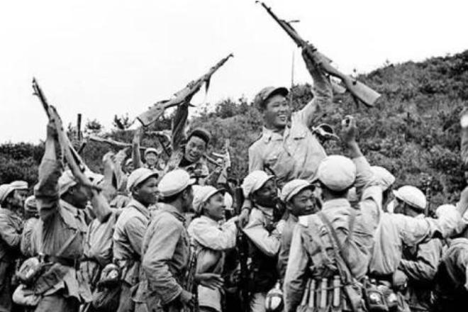 """老兵两赴朝鲜战场,一堆军功章压箱底,记者去采访""""拒不配合"""""""