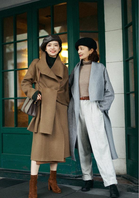 """60岁的女人,过年少穿""""一身红"""",这几组高级色搭配,优雅时髦"""