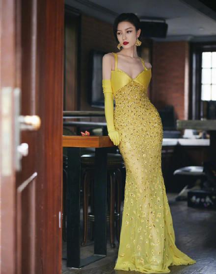 微博之夜:女明星偏爱黄色礼服,热门剧组同框成亮点