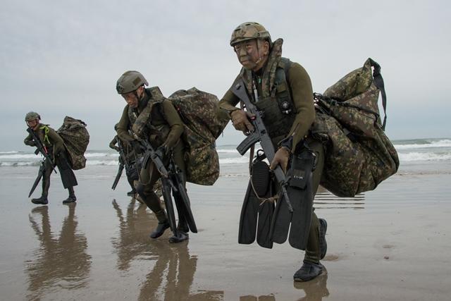 美澳大型军演在即,日英上蹿下跳,夺岛作战成重点,解放军要警惕