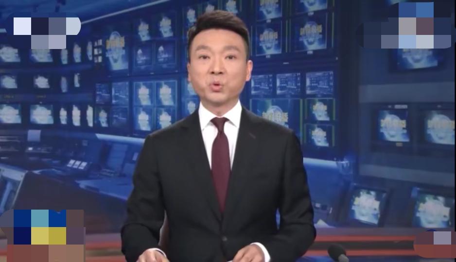 康辉《新闻联播》口播20多分钟,累到唇发白咽口水,被赞专业强