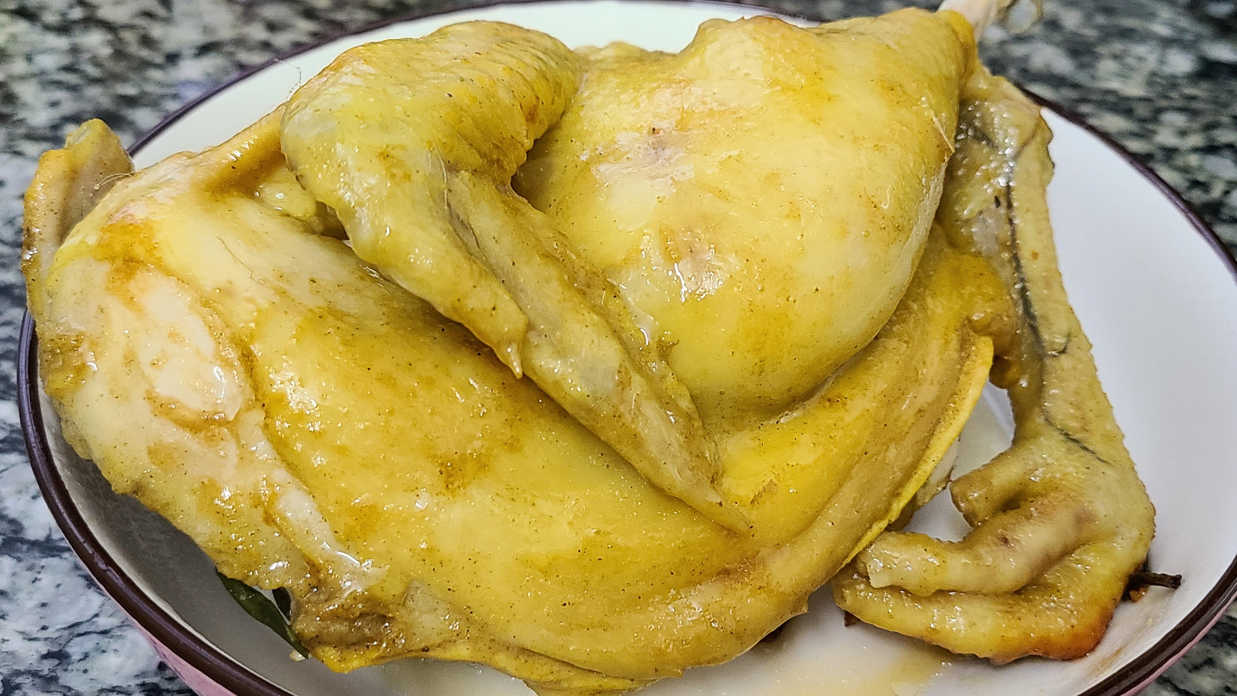 廣東電飯煲焗雞的做法,鮮香嫩滑又好吃,打開鍋蓋肚子都看餓了
