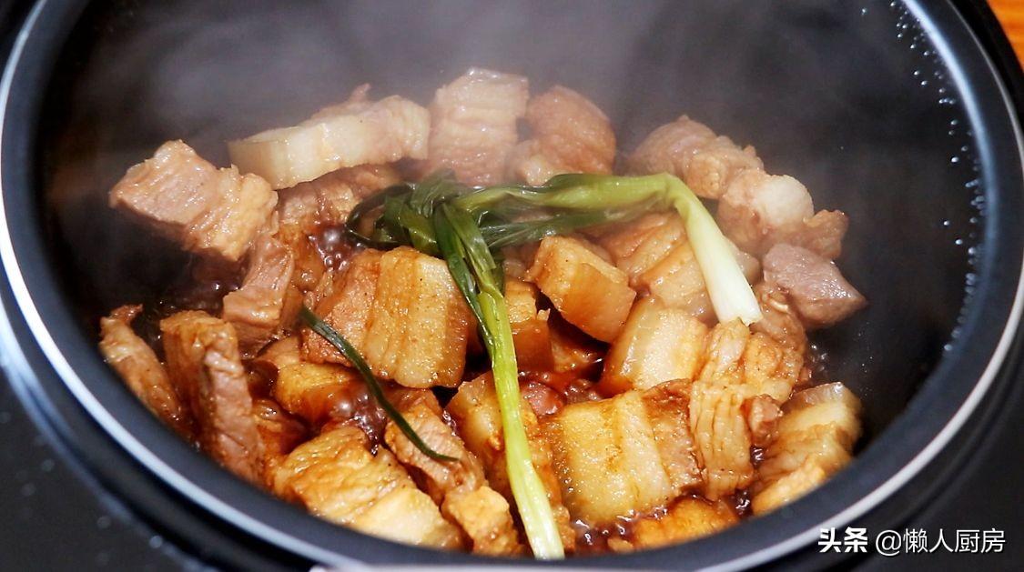 這是無水無油的紅燒肉,一個電飯鍋就搞定,不需要加水,不用油