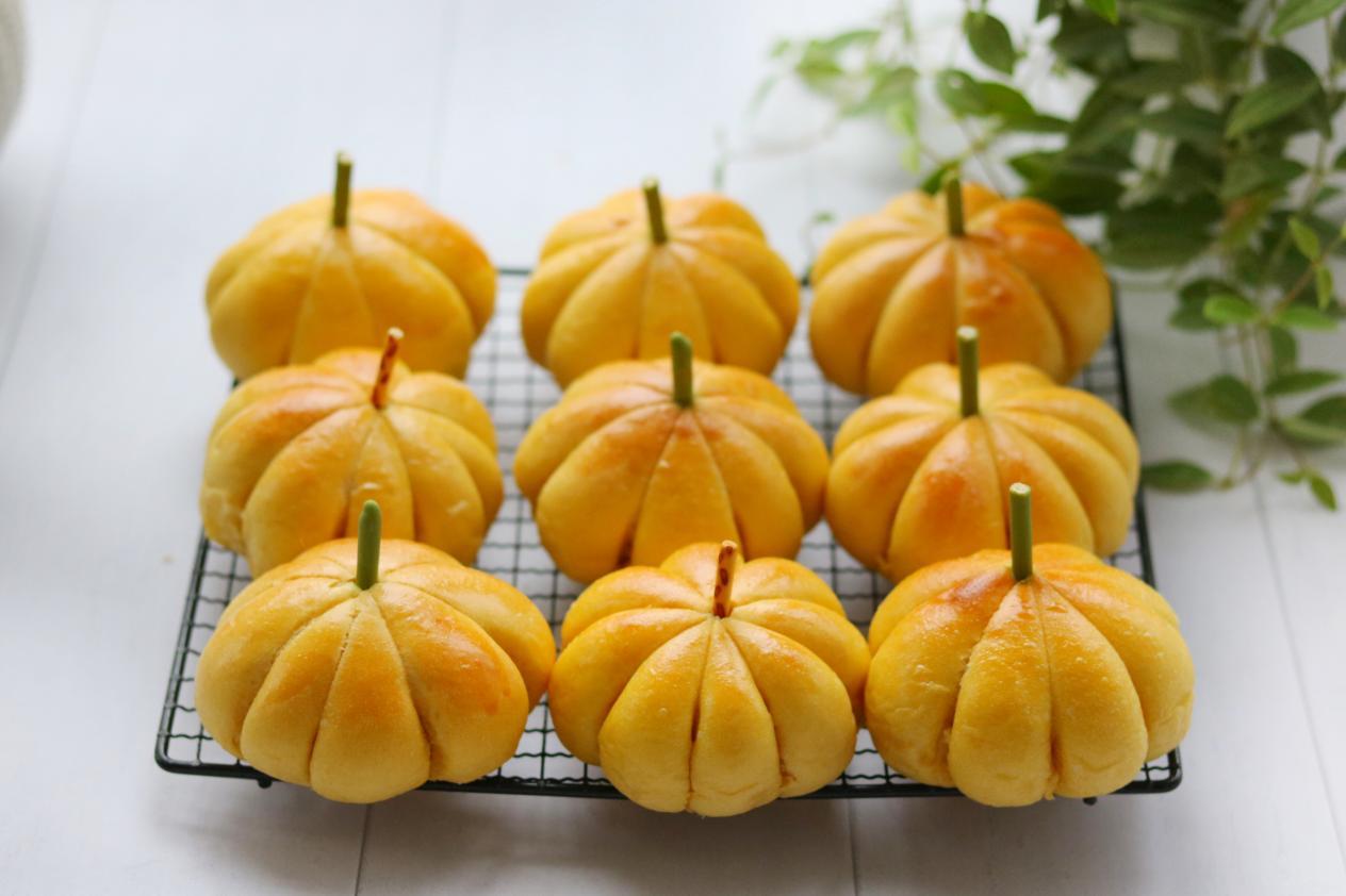 南瓜大量上市了,做个美味的南瓜面包,香甜可口,比买的好吃