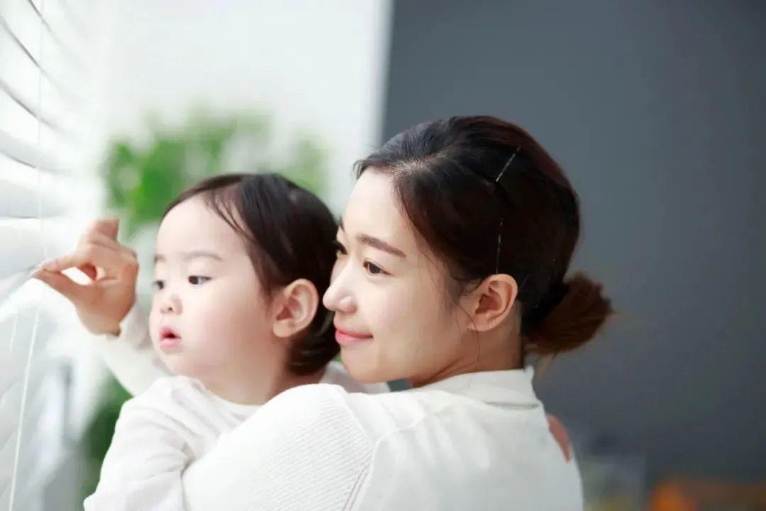 """滴露X新周刊 发布《中国90后妈妈""""育儿观""""洞察报告》"""