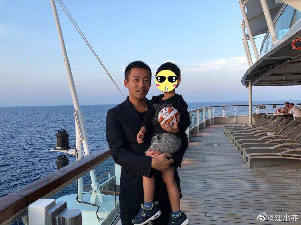 汪小菲'被离婚'后首过父亲节发声晒照 妻女消失了