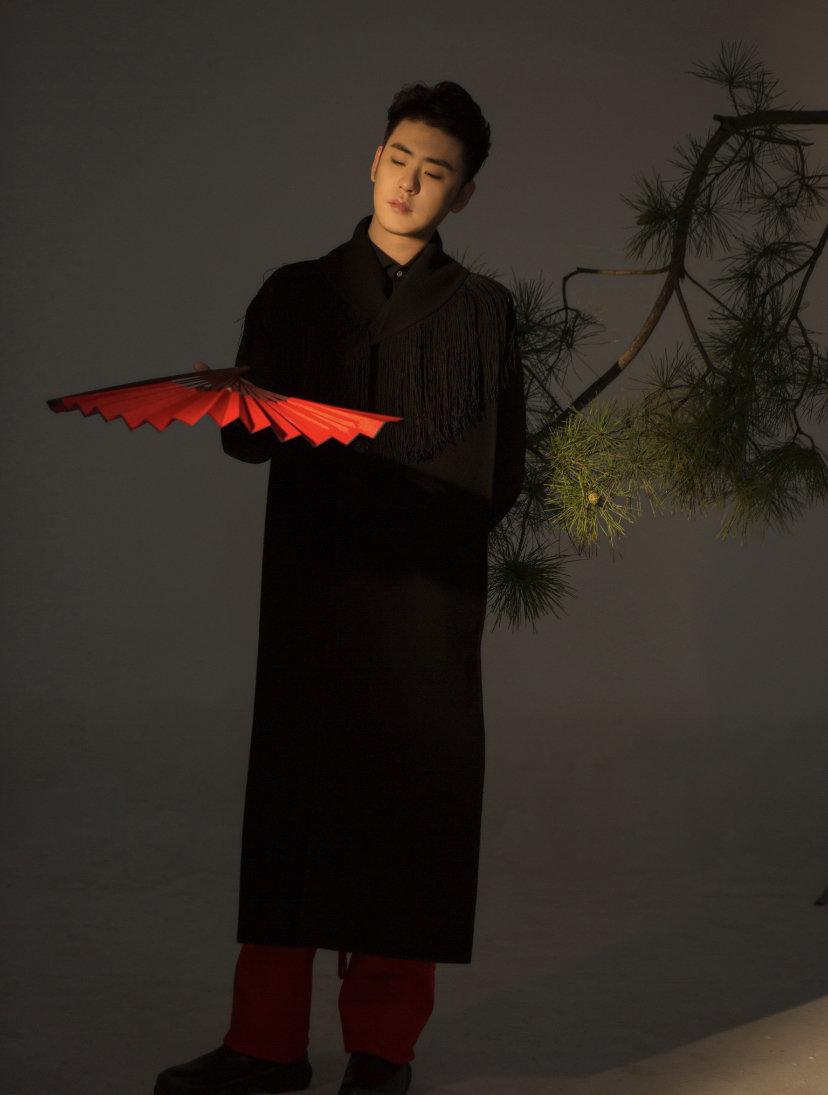 专心唱歌的歌手张云雷:音樂是我的精神食粮