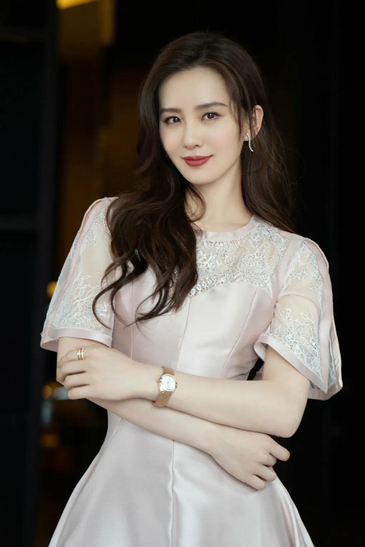 刘诗诗 雪白的肌肤 是美丽 是哀愁