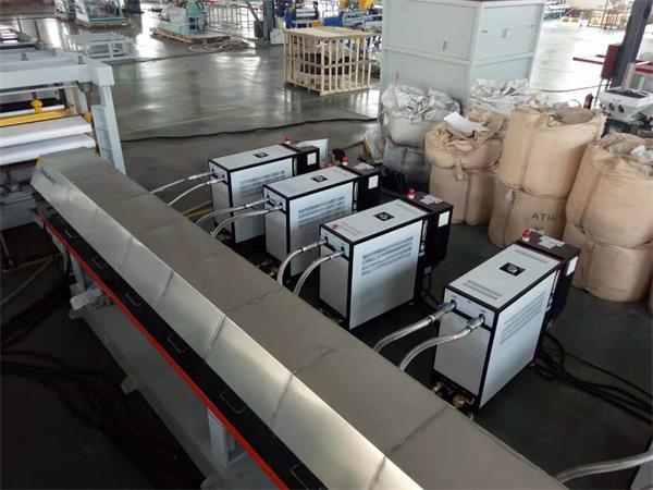 擠出成型模溫機是塑料成型加工主要的設備之一