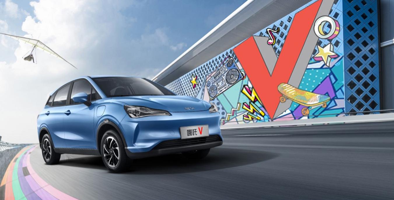 哪吒V填补纯电小型SUV的空白 种种设计均迎合年轻人的品味