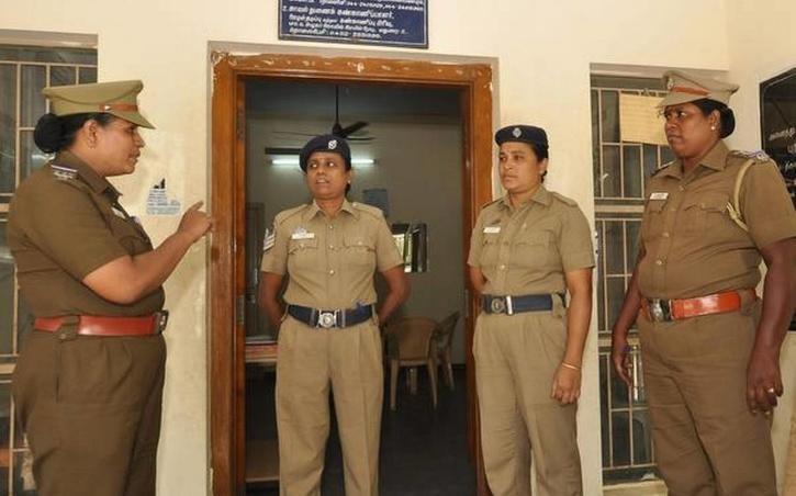 暖心印度男孩为上网课偷手机被抓 好心警察主动出资为其购买