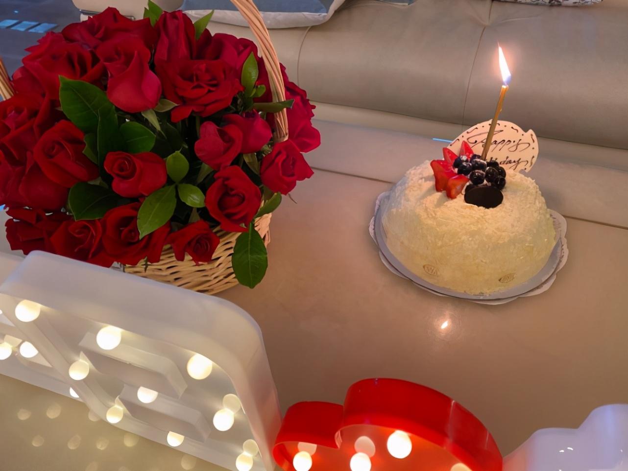 郎朗当爸后迎首个生日,与吉娜合体包粽子庆生,夫妻幸福相拥甜齁