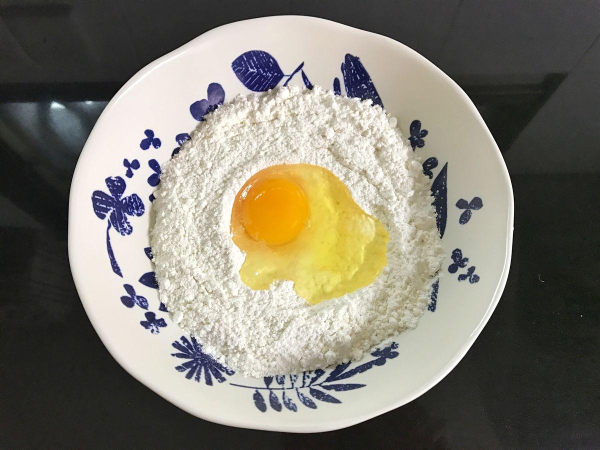 1个橙子,1碗面粉,简单几步就能做出香橙煎饼,早餐好选择 美食做法 第6张