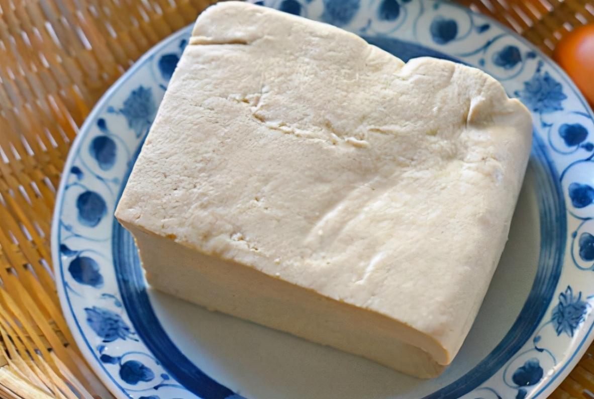 煎豆腐学会3技巧 不粘锅不掉皮 也不碎