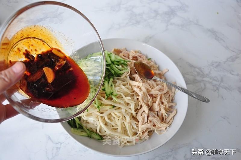 让人胃口大开的鸡丝凉面,一碗完全不够吃啊 美食做法 第33张