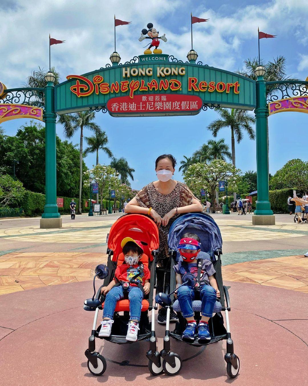 胡杏兒一家母親節遊迪士尼,三代同堂幸福滿滿,奕霆累到睡著