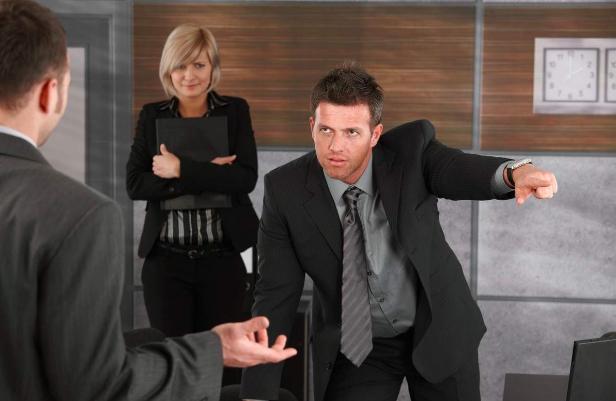 """老板在微信群安排工作,我回了句""""收到"""",次日上班就被老板叫住"""