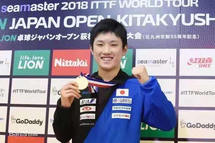 中国血统的日本乒乓球选手张本智和,被自己球迷都嫌弃