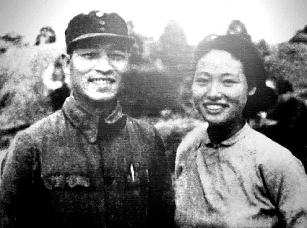 她嫁给了一个盖世英雄,为了儿子改嫁周总理秘书,儿子后成将军