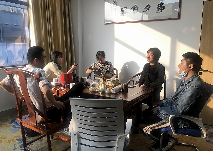 深圳乐孚口腔管理有限公司负责人陈晓宇拜访深爱榜融媒体中心