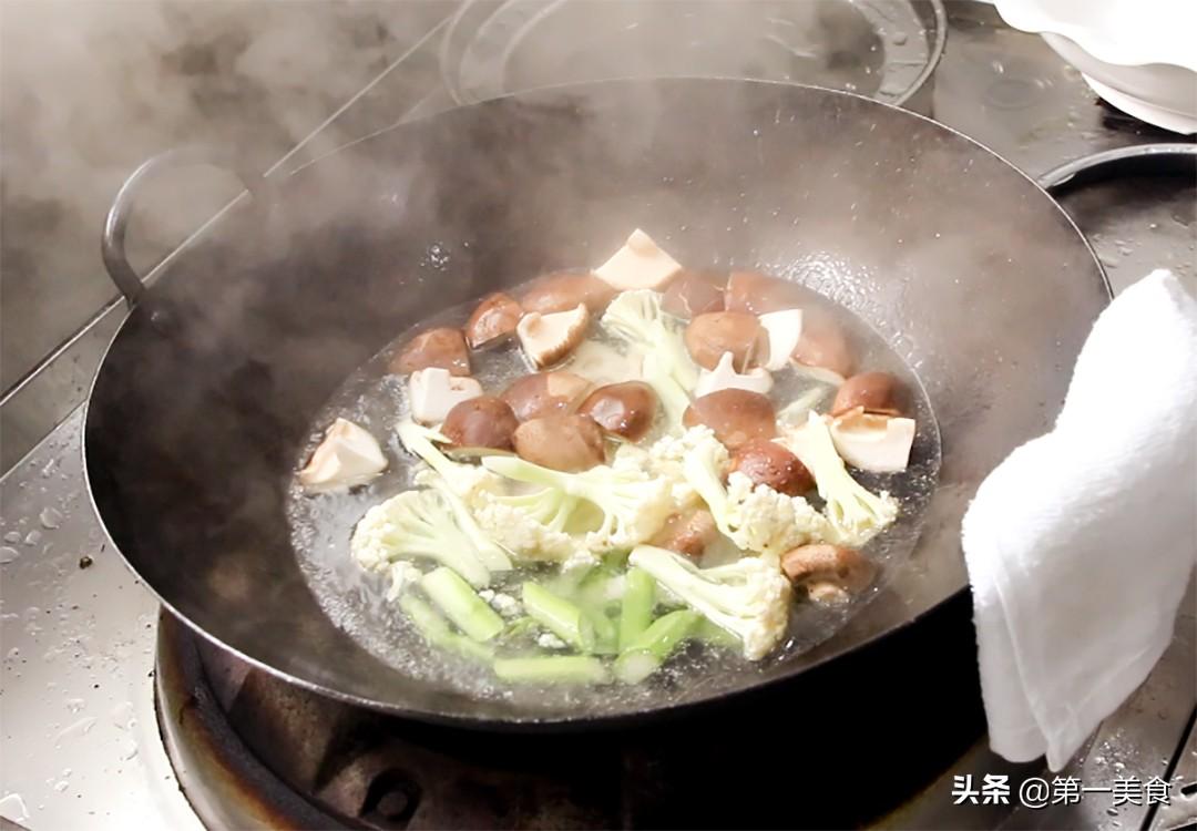 麻辣香锅怎么做才好吃,原来这么简单,学会这个技巧,色泽鲜艳 第7张