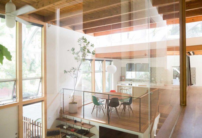 做梦都想拥有这样一套房子:外墙玻璃设计好敞亮,外面还有大院子