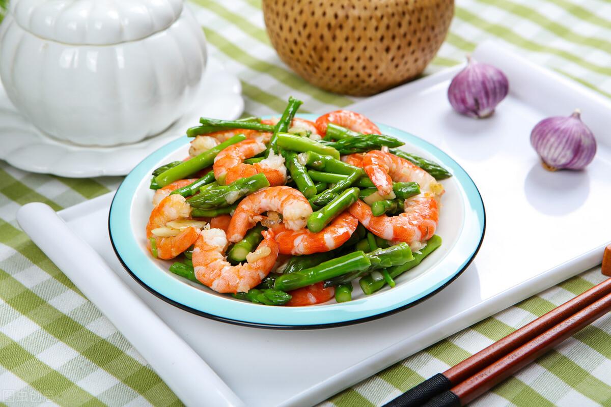 芦笋直接下锅炒是错的,炒前记得多加1步,鲜嫩爽脆不涩口 美食做法 第1张
