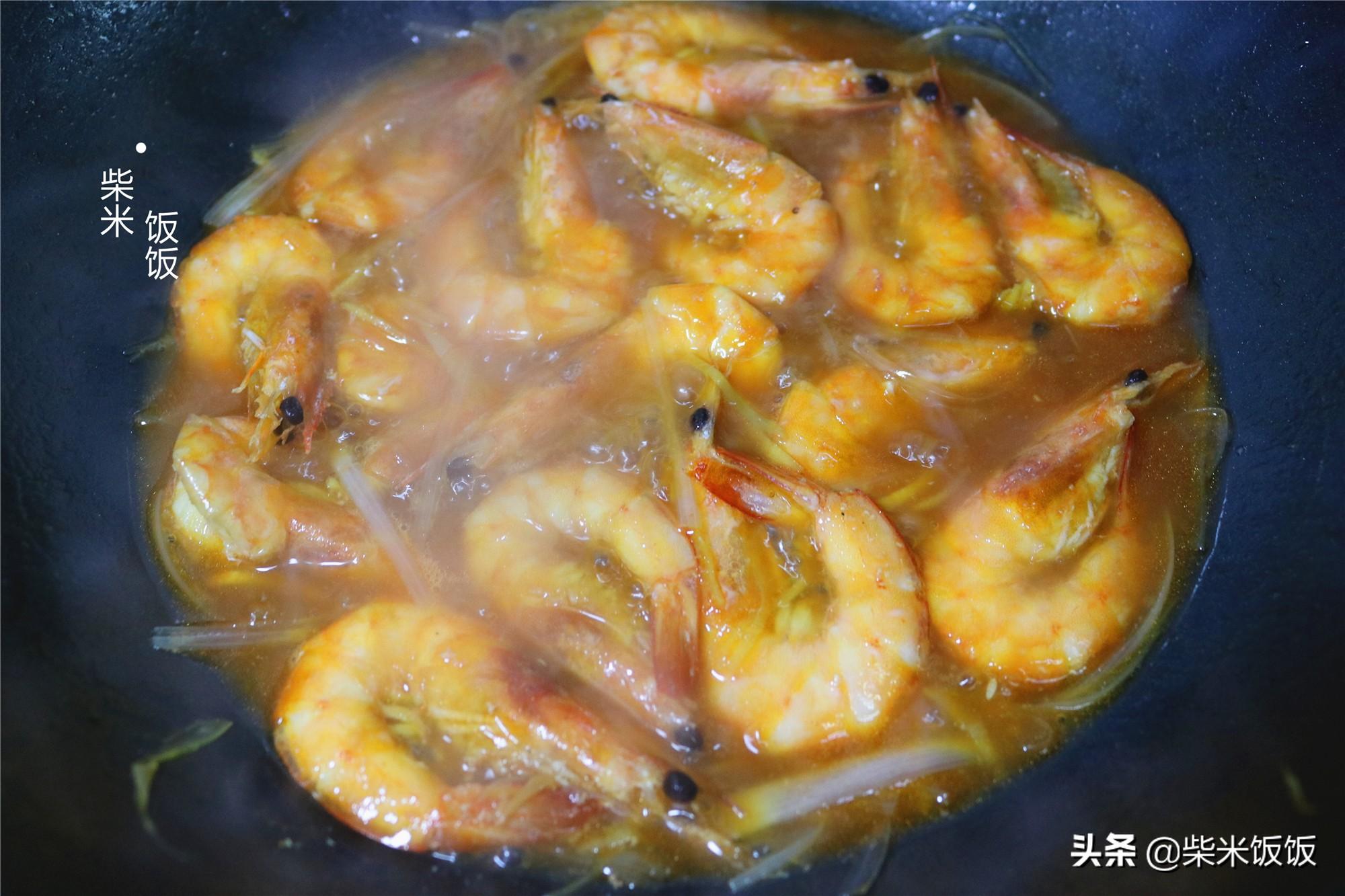 年夜飯油燜大蝦,這個做法特簡單,入味又多汁,好吃不腥