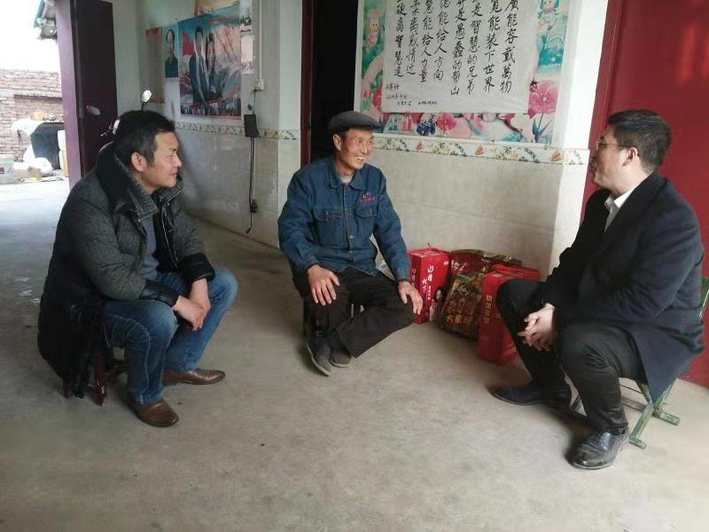 曲江新区:攻坚摘穷帽 党旗别样红