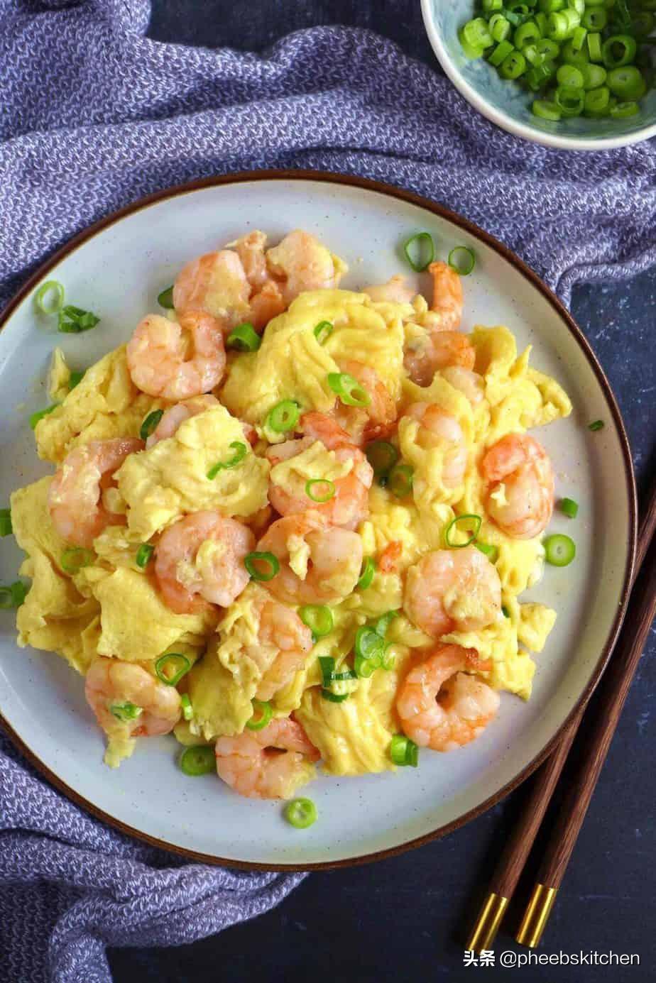 广东特色的虾仁滑蛋做法,滑嫩鲜香,清淡美味,老人小孩超爱吃 美食做法 第2张