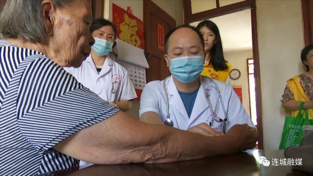 「我为群众办实事」中医宣传服务进社区 送医送药暖人心