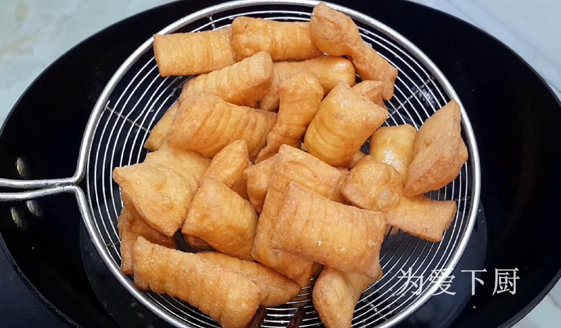 油條這做法才好吃,鍋裡炒一炒,個個焦脆香甜,出鍋全家人都愛吃