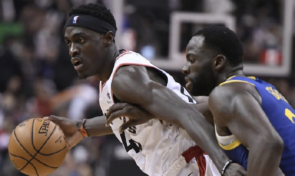 NBA直播:猛龙vs勇士,库里带伤背靠背,累趴也带不动怀斯曼