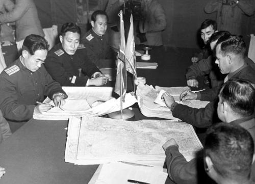 彭总策划了对美军的最大攻势,主席考虑再三后,决定不打