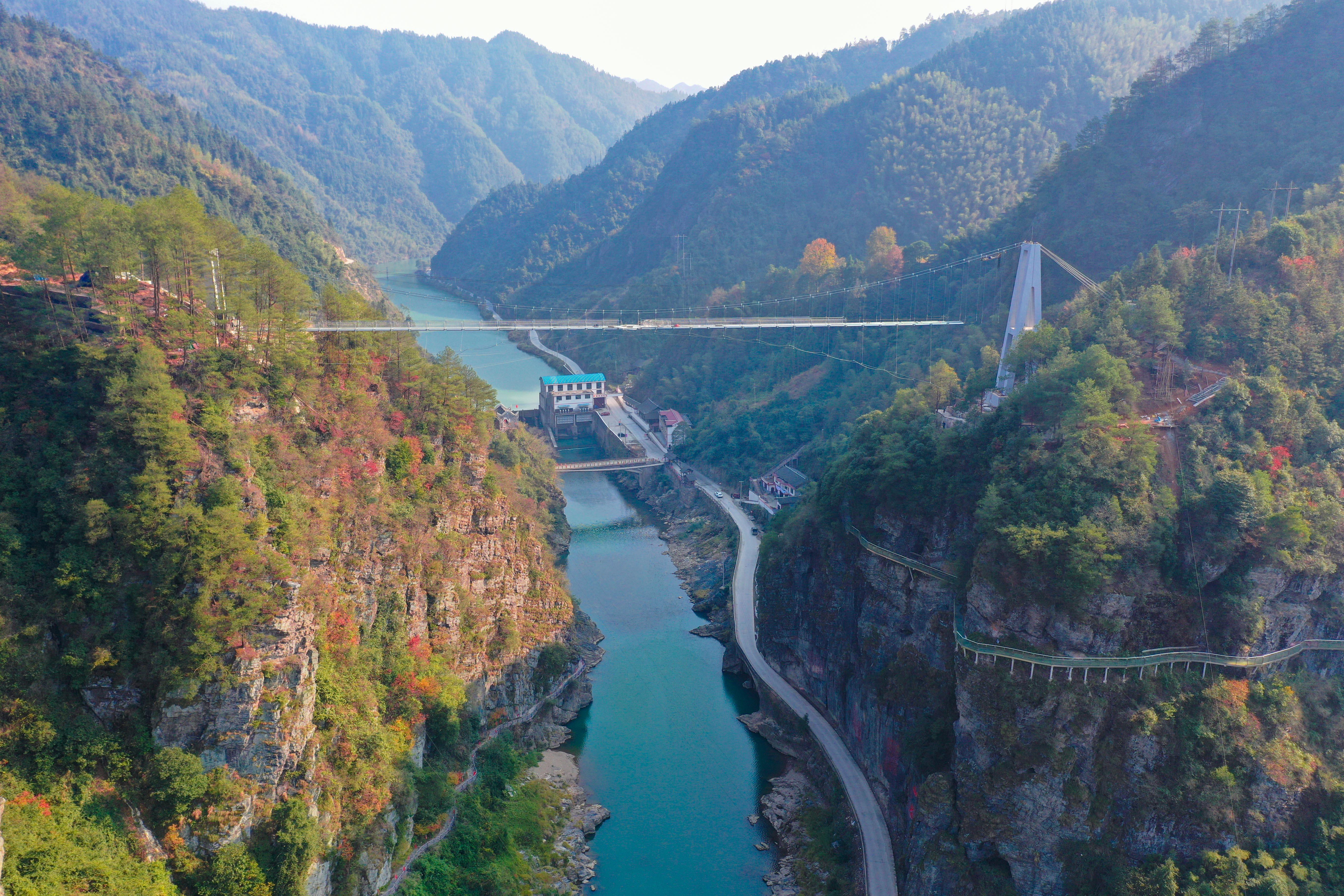 徐贵祥:雪峰山上一条河