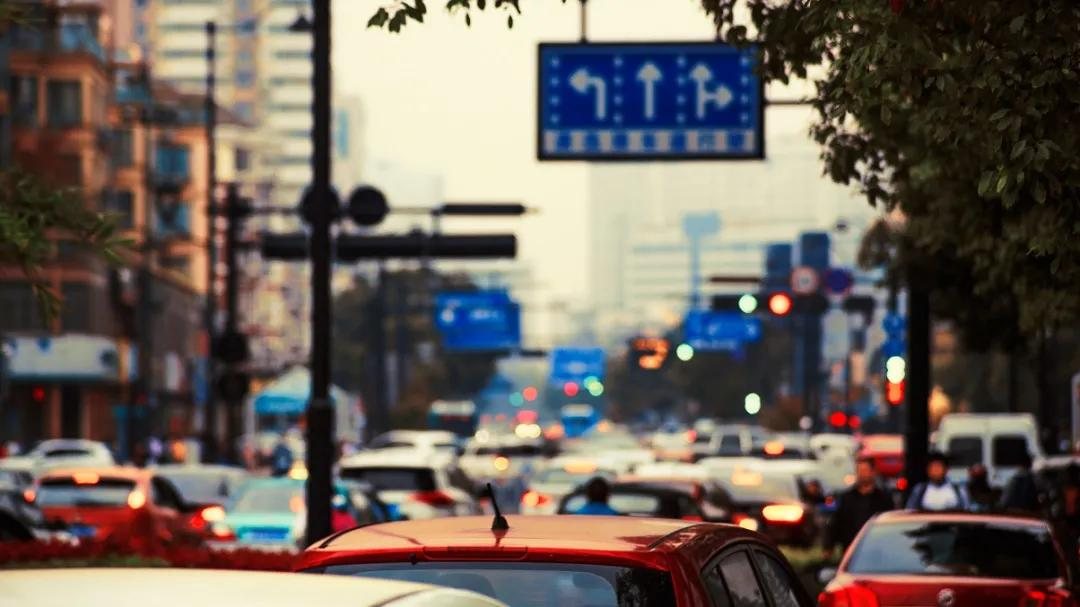 现今,私家车已经成为每家每户的出行交通工具,在给人们出行带来便利的同时,由于停车场等相关设施建设难以跟上步伐,停车难问题愈演愈烈。由于停车问题得不到有效解决,加之停车
