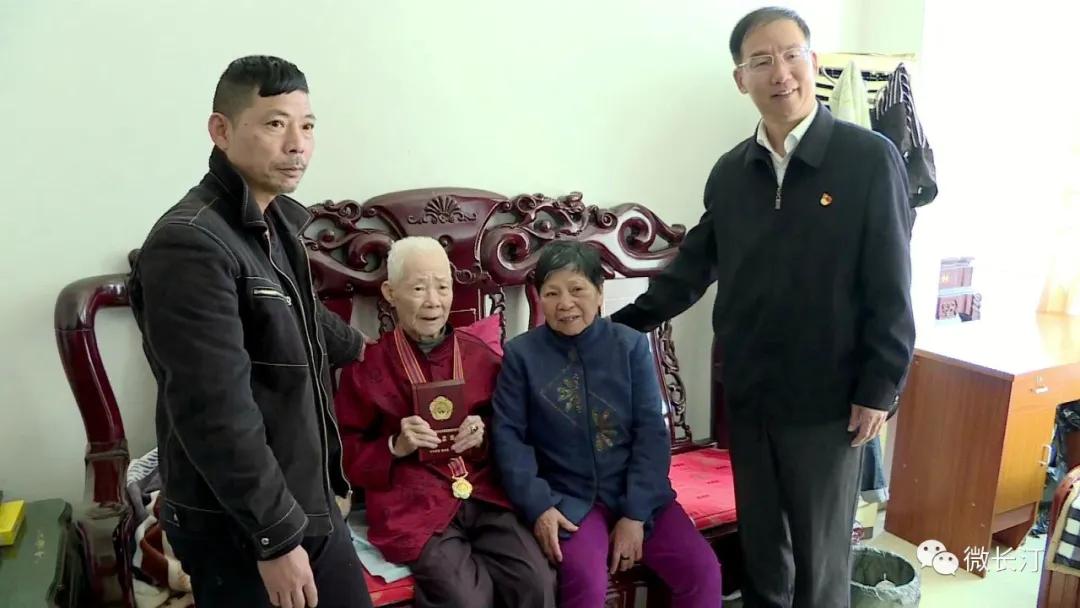 福建长汀:传扬抗美援朝精神 颁发纪念章致敬老兵