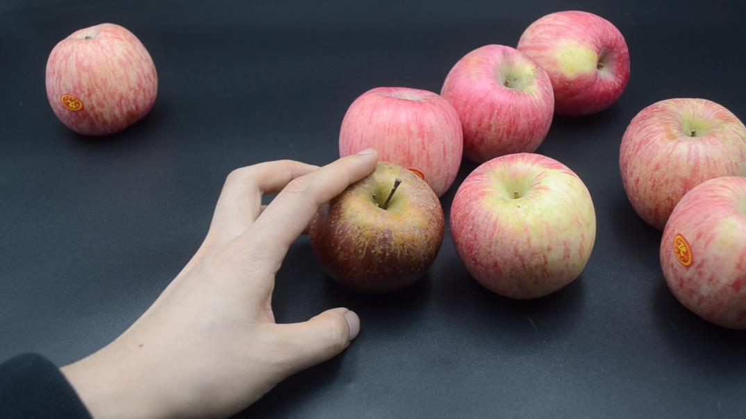 蘋果分公母? 20年果農教我怎麼識別,個個脆甜多汁,一挑一個準