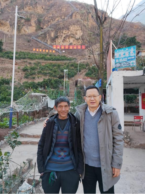 北京赵作明律师赴四川大凉山悬崖村开展公益活动