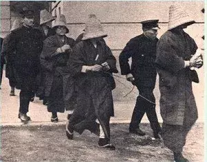 日本共产党帮着中国打日本,送弹药给游击队后自杀,还想废除天皇